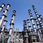 النفط يصعد أكثر من 2 % بفعل هبوط في المخزون والقتال بالعراق