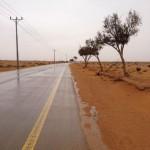 الأمطار تُوقف الطرق السريعة بالأفلاج