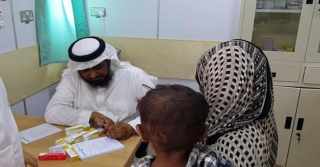 مركز الملك سلمان للإغاثة يقدم خدماته لـ 2450 لاجئاً يمنياً في أبخ