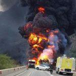 بالصور.. وفاة أربعة وثلاث إصابات حرجة إثر تصادم ثلاث شاحنات بعسير