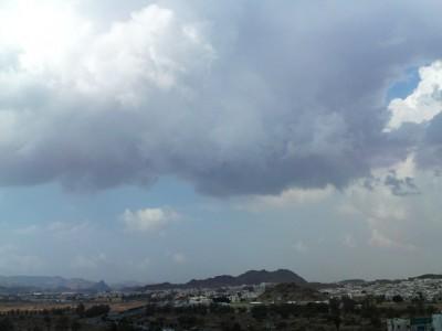 """""""الإنذار المبكر"""": سحب رعدية وهطول أمطار على أجزاء متفرقة من المملكة اليوم"""