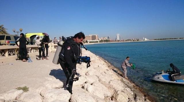 البحث عن مفقود بالخبر نزل البحر بكامل ملابسه.. ورسالة غامضة تشير لانتحاره