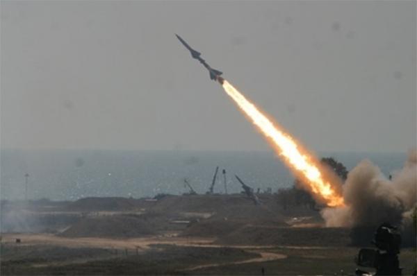 """""""الدفاع الجوي"""" يعترض صاروخاً بالستياً أطلقه الحوثيون باتجاه نجران"""