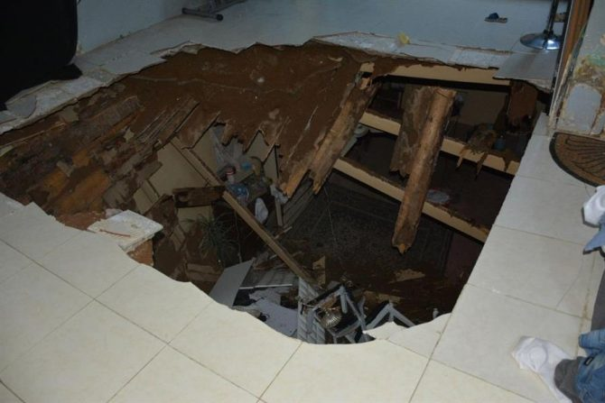 ffa089f22 بالصور.. إنقاذ طفل وفتاتين إثر انهيار سقف بمبنى شعبي في جدة - صحيفة ...