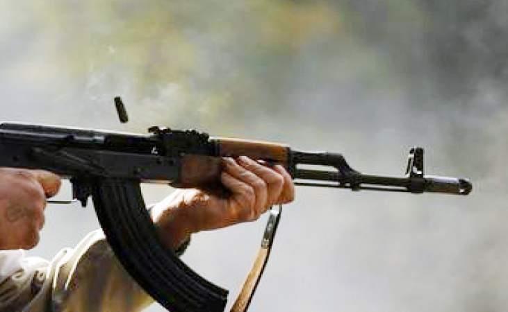 """شخص يقتحم شقة سكنية ويطلق 24 طلقة نارية من """"كلاشنكوف"""" بالمدينة المنورة"""