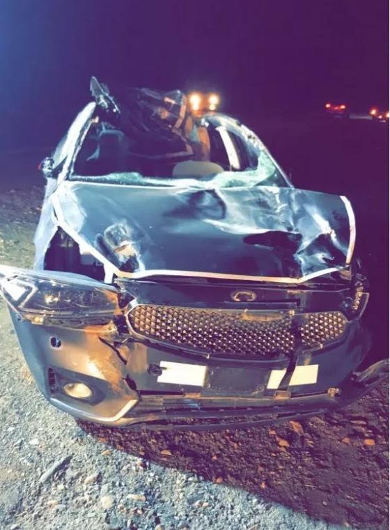مصرع شخص وإصابة آخرين إثر حادث اصطدام سيارة بجمل سائب
