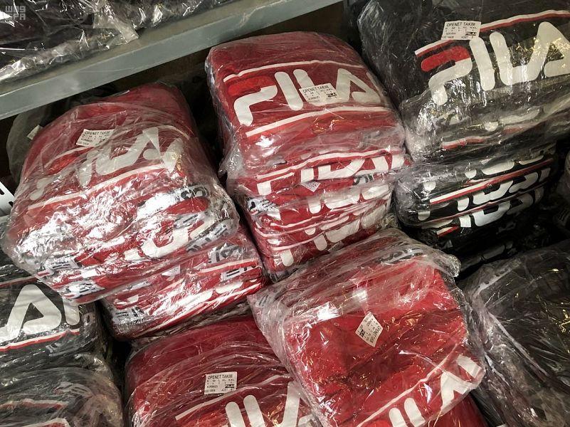ضبط 17 ألف قطعة من الملابس الرياضية المقلدة
