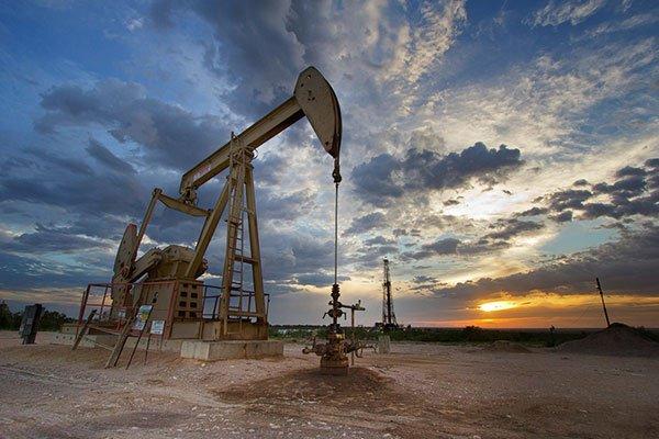 النفط يرتفع بفضل آمال التحفيز والتجارة