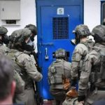 قوات الاحتلال الإسرائيلي تعتقل ثمانية فلسطينيين من محافظة الخليل