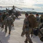 مارينز ومروحيات قتالية ومنظومة صواريخ.. «البنتاجون»: هكذا سنرد على إيران