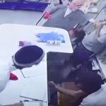القبض على الملثمين سارقي محل تموينات في الرياض (فيديو)