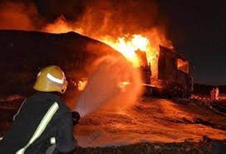 حريق يلتهم مستودع محطة وقود على طريق الطائف – الرياض
