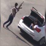 """شرطة الرياض توضح الملابسات الكاملة لمقطع """"التهديد بسلاح رشاش"""""""