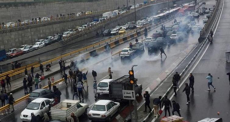 العفو الدولية: ارتفاع القتلى في قمع الاحتجاجات في إيران إلى 208