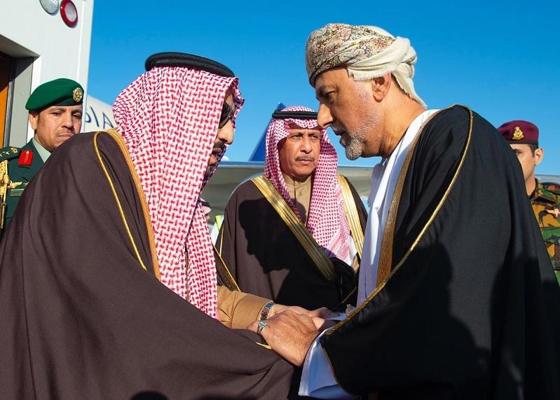 خادم الحرمين يصل إلى عُمان لتقديم واجب العزاء في وفاة السلطان قابوس