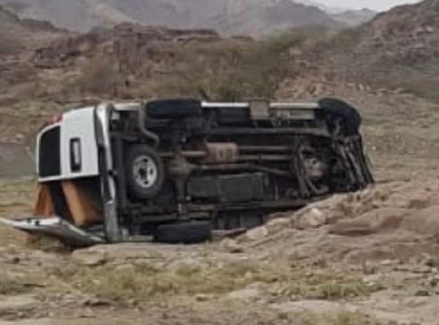 إصابة 5 معلمات وسائقهن إثر انقلاب مركبة بالليث