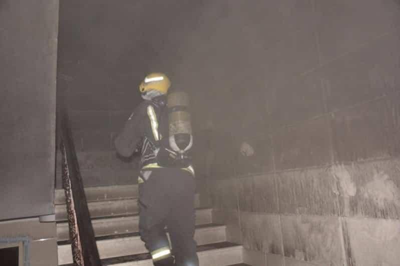 حريق شقة سكنية يخلي 14 شخصاً في جدة