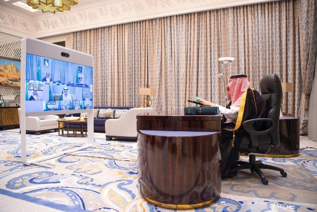 """""""الوزراء"""" يعقد جلسته عبر الاتصال المرئي.. ويصدر عددًا من القرارات"""