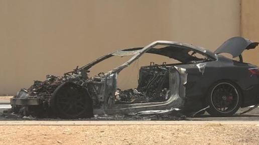 نجاة الأمير محمد بن خالد بن طلال من حادث مروري مروع بعد احتراق سيارته
