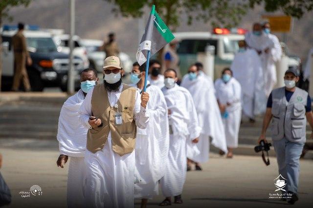 حجاج بيت الله الحرام يصلون إلى عرفات