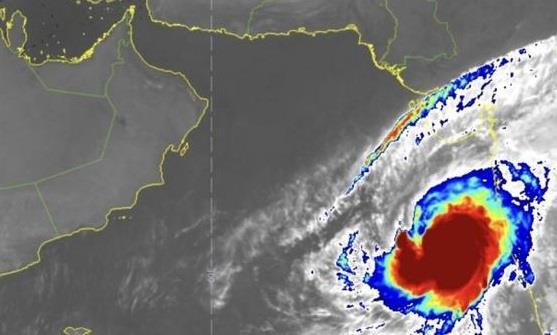 """متحدث """"الأرصاد"""" يكشف مدى تأثير إعصار بحر العرب المنتظر على المملكة"""