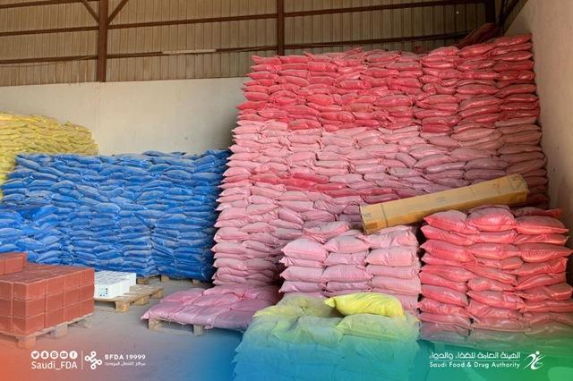 """""""الغذاء والدواء"""" تُغلق منشأة خزّنت 205 أطنان من المنتجات المخالفة"""