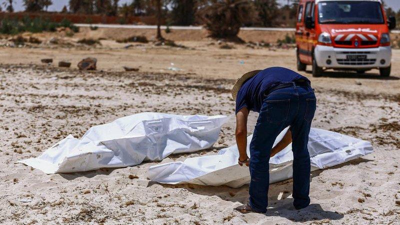 """تونس.. انتشال جثث 9 مهاجرين ابتلع """"المتوسط"""" قاربهم"""