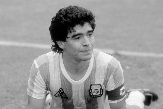 وفاة أسطورة الأرجنتين مارادونا بعد تعرضه لأزمة قلبية حادة مفاجئة