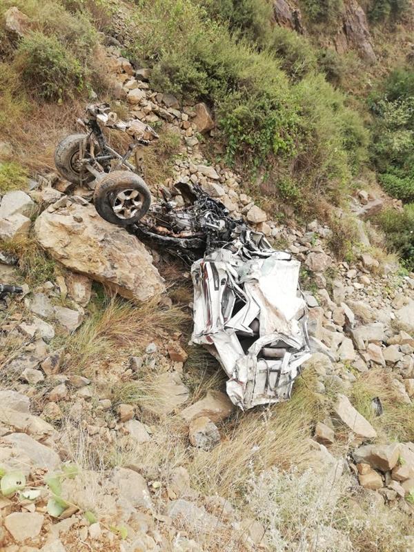 سقوط مروع لمركبة من قمة جبل في بلغازي بجازان