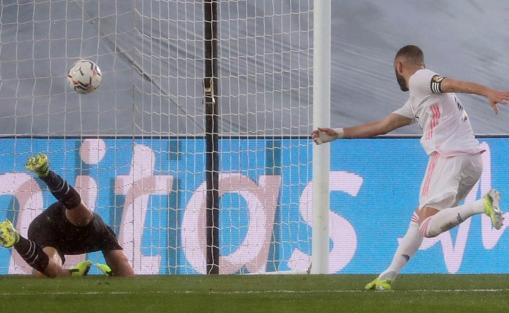ريال مدريد يسقط إيبار ويواصل الضغط على المتصدر