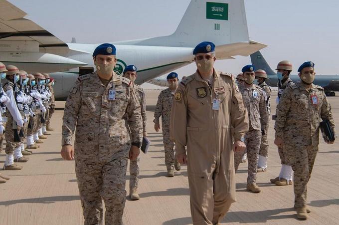 """قائد القوات الجوية يقف على تنفيذ مناورات التمرين الجوي المشترك والمختلط """"طويق 2"""""""