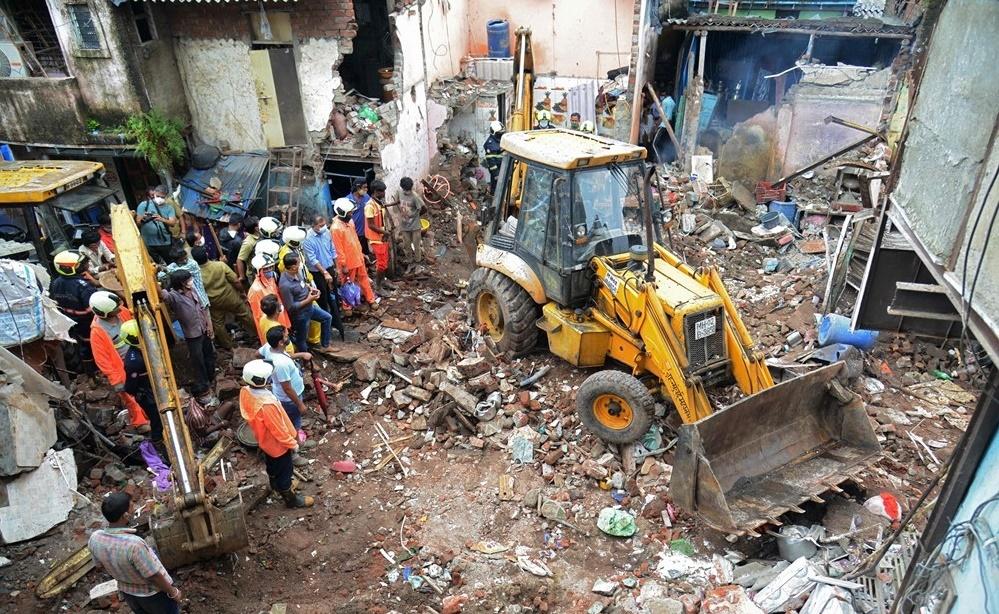 مقتل 11 شخصا إثر انهيار مبنى بعد هطول أمطار غزيرة بالهند
