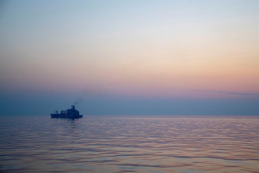 رويترز: تعرض سفينة قبالة ساحل الفجيرة الإماراتية للخطف